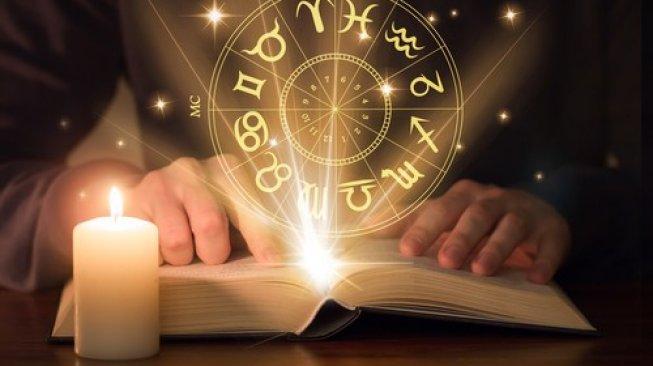 Ramalan Zodiak Besok Minggu 18 Juli 2021: Hari Menguntungkan bagi Aries dan Taurus