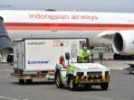 Vaksin Sinovac tiba di Bandara Soekarno-Hatta (Soetta), Banten, Jumat (13/8/2021). (Foto: Amiriyandi/InfoPublik/DJIKP/Kemkominfo)