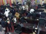Rapat paripurna DPRD Kabupaten Solok berakhir ricuh. (Foto: Dok. Istimewa)